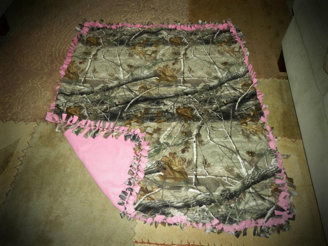 Medium Realtree Tie Blanket