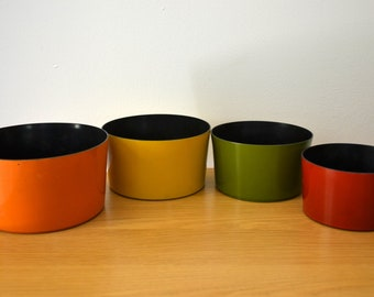 Vintage Retro Set of Nesting Snack Bowls