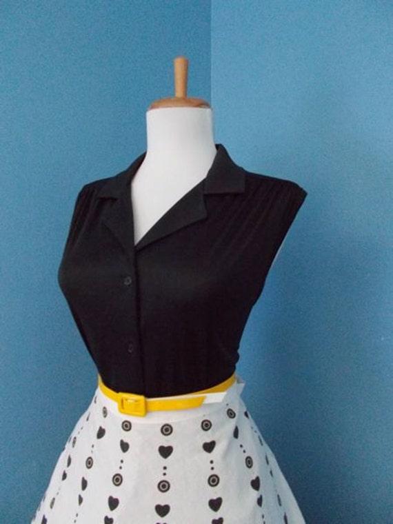 Vintage1960s Fitted Retro Black Sleeveless Botton Down Blouse Tank Top