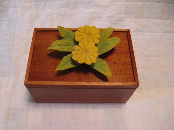 Woodworking Art MAPLE WOODEN BOX topped with carved flower posy