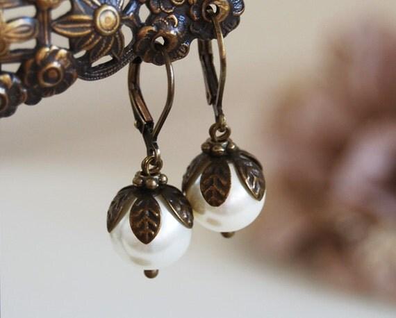 Creamy ivory Pearls Drop Earrings Pearl Dangle Earrings Antique Brass Leaf  Vintage Style Wedding Bridal Earrings Lever-back June Birthstone