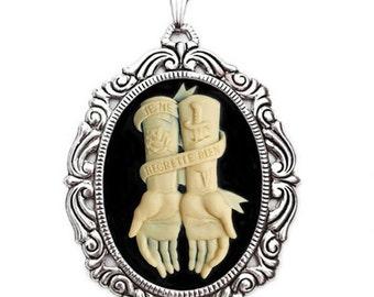 No Regrets Rococo Necklace - Je ne regrette rien - Ivory Cameo