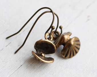 Oyster and Pearl Earrings ... Vintage Clam Shells in Antique Gold