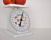 Vintage American Family Fruit Themed Kitchen Scale