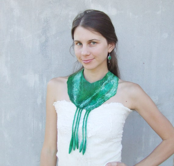 Emerald green felted collar statement  felt necklace felted wool bib neck piece green teal scarf elitett weddings bridesmaid fall oht