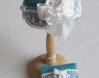 Handmade 1/12th scale dollhouse molded felt cloche style hat and matching bag