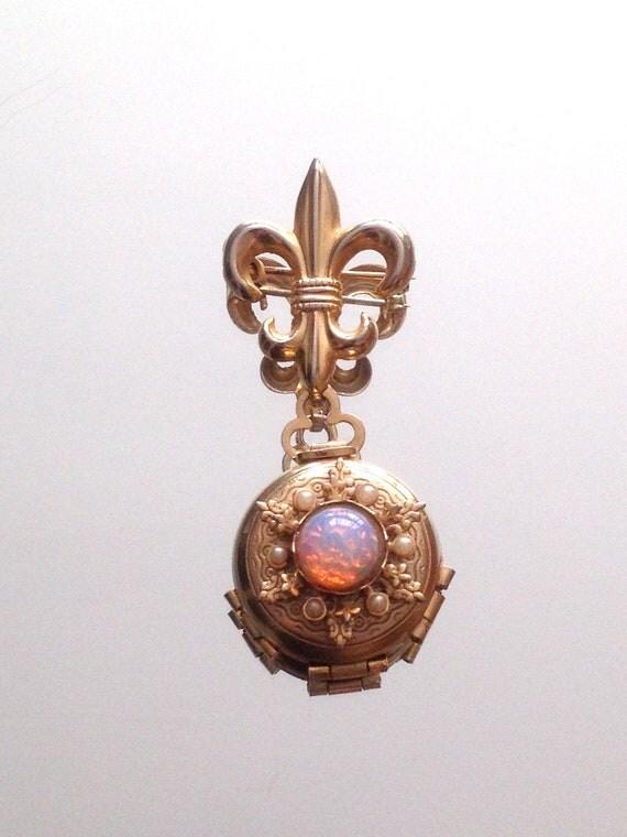 Vintage Coro Photo Locket Costume Jewelry Brooch