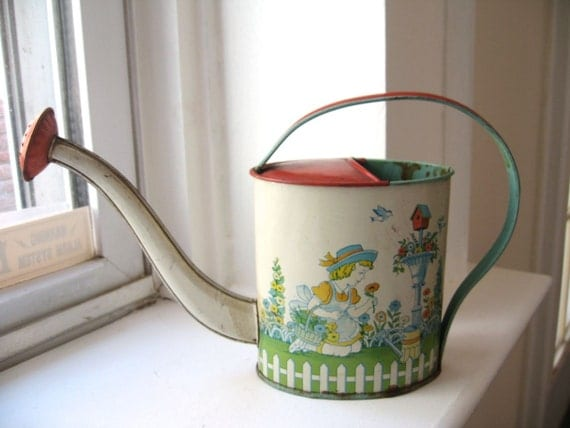 Posey posey. Sweet vtg Chein tin watering can toy, lithograph, good condition.