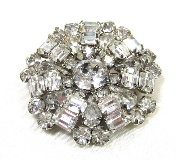 Gorgeous Collectible Clear Rhinestone Brooch Signed Weiss