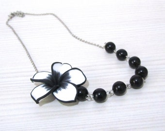 White flower necklace with black pearls - Pearl necklace - Bridal necklace - Bridesmaid necklace