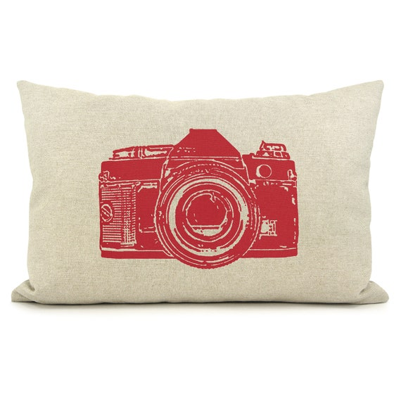 Camera photo pillow case - Vintage camera pillow cover in red and natural - Industrial decor - Camera print - Photographer gift
