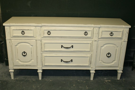 Simply Perfect Dresser in Veranda Ivory