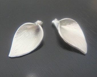 Earring findings Matte Silver Tarnish resistant Medium flower leaf pendant, connector, charm, B511596