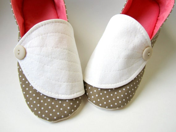Women's Slippers - Brown, Cream, and Melon with Hosta Leaf Flaps and Buttons