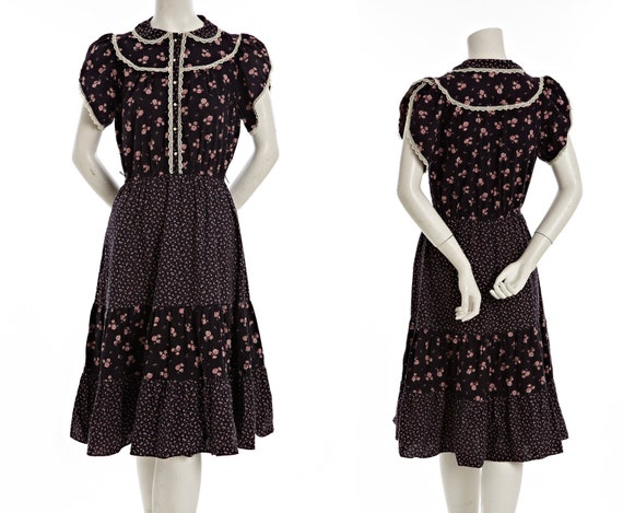Vintage cowgirl dress with flower pattern and ruffle lace - size medium or large