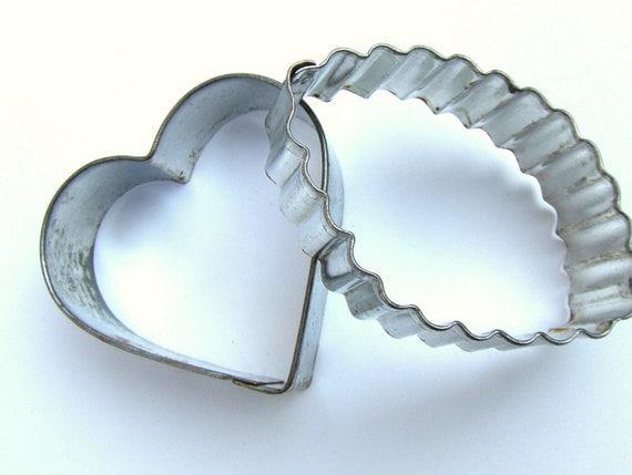 Vintage Metal Cookie Cutters Leaf & Heart Shape