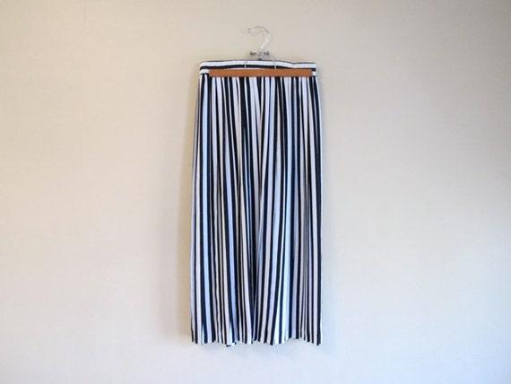 black white vertical stripe midi maxi skirt trend