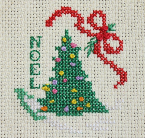 Cross stitched Christmas tree - Noel