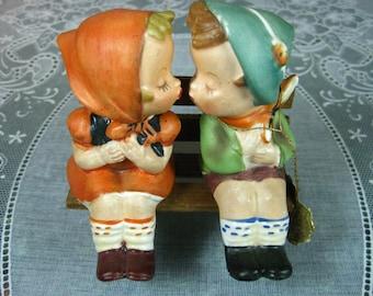 """Vintage Salt and Pepper Shakers: Napco """"Kissin Kousins"""" with Bench Salt & Pepper Shaker Set"""