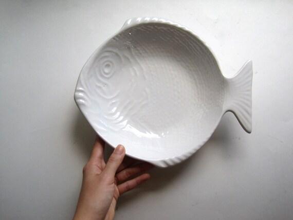 Vintage white california pottery fish shaped serving bowl dish for Fish shaped bowl