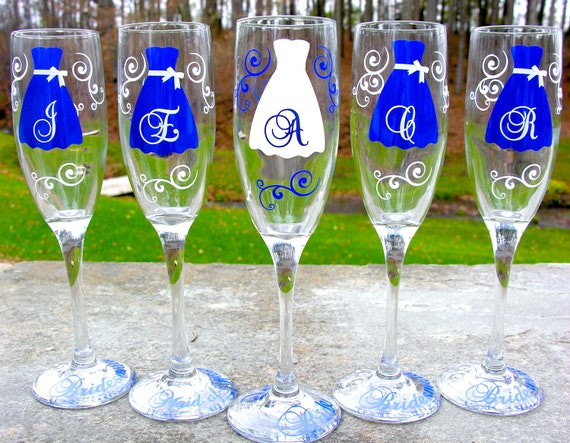 8 Bride and Bridesmaids champagne flutes, Personalized set of custom wedding glasses, navy blue and white. Bridesmaid gifts