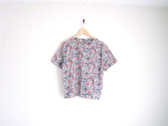vintage floral print blouse with boxy top fit