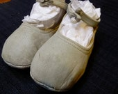 SALE  Mary Jane leather baby or doll shoes in great vintage condition.
