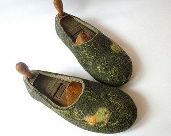 handfelt wool slippers Fishy