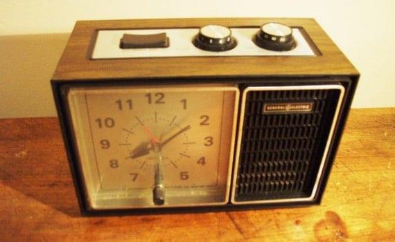 SALE Vintage General Electric Analog Alarm Clock