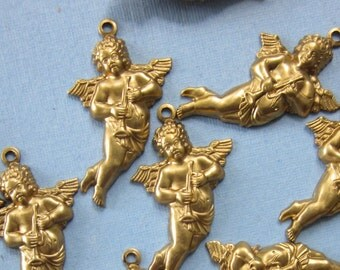 12 Winged Cupids With Horn Charms