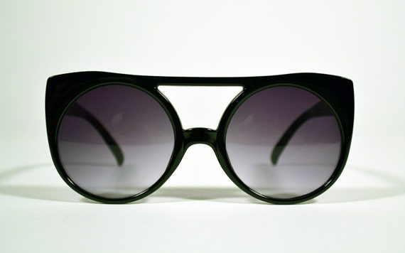 Vintage 80s Black Cat Eye Round Sunglasses