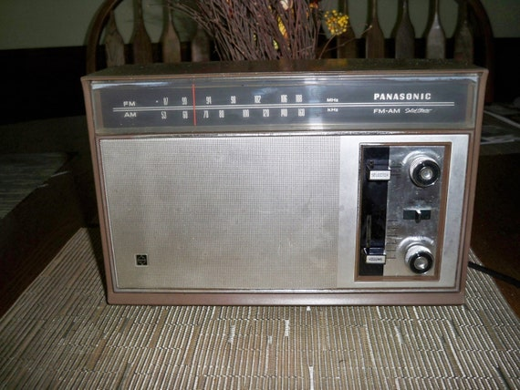 vintage panasonic r7329 am fm table radio by jerseyshorepickins. Black Bedroom Furniture Sets. Home Design Ideas