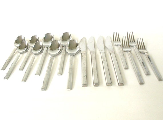Retroneu Caravelle Stainless Flatware Set Japan 18 8 As-is