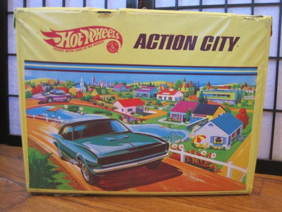 Vintage 1968 Hot Wheels Action City Travel Racetrack Suitcase Mattel Toymakers Toy
