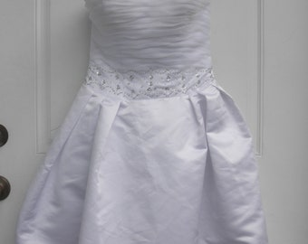 SALE      THIS is IT... Short Wedding Dress or even a  Reception Dress Strapless   Beaded work size 8