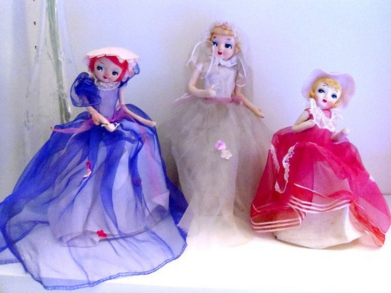 A sweet bride pose doll and her maidens