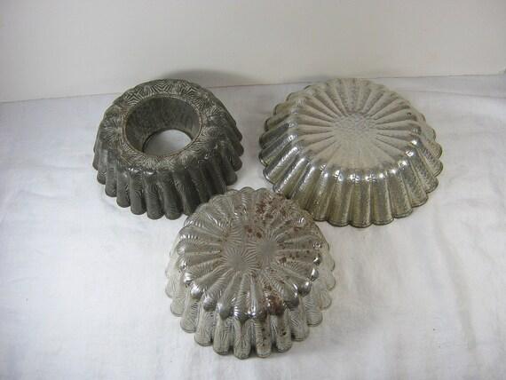 Vintage Tin Molds Rustic Kitchen Mold Prim Set/3 Craft Prop