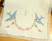 VinTage Table Runner - Doily  .  PreTty EmBroideRy  .  Birds in Flight