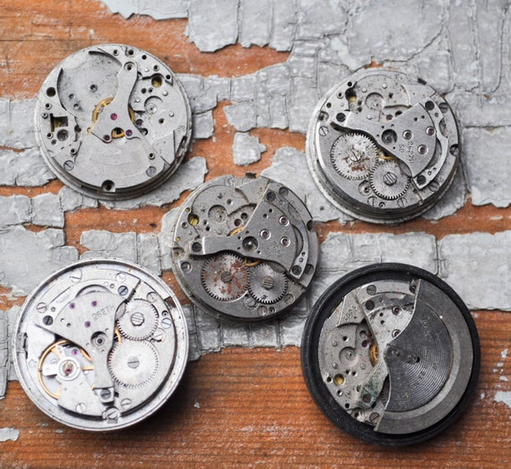 1 inch Set of 5 vintage watch movements.