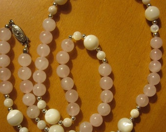 Vintage Rose Quartz and Moonstone Bead Necklace - Excellent Condition.