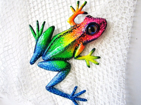Frog wall sculpture