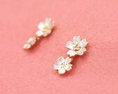 Japanese blossom earrings - Sakura cherry blossom flowers dangle post earrings - Silver and gold combination - Hypo-allergenic