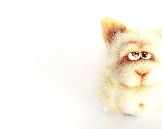 Needle Felted Toy - Funny Cat. Felt Toys.White. Cream. Pastel. Natural colors. Autumn colors. Gift under 40