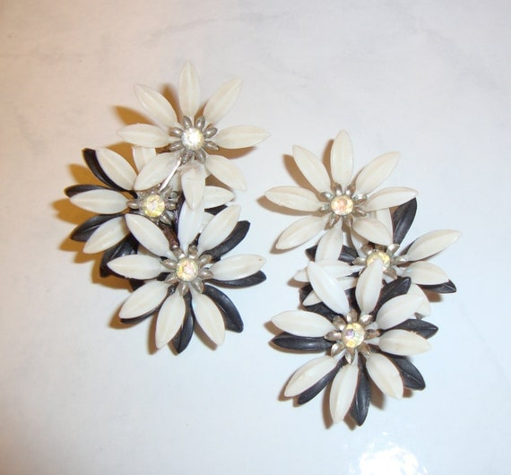 Vintage  Coro White and Black Plastic Flower Clip On Earrings with Rhinestones