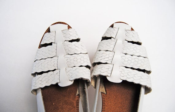 90s Vintage White Leather Huaraches Sandals  size 8