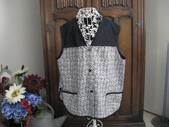 White and Black Flowered Smock Button Up Cover Up Shirt Large Artist Smock Apron