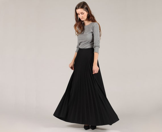 black maxi skirt // vintage 1970s // flowy accordion pleated
