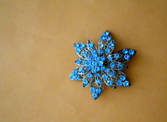 Art Deco BROOCH, Blue Rhinestones, Silver Tone Filigree, Flower Desing