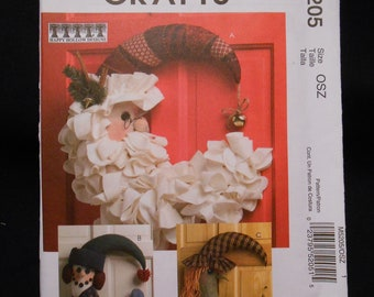 McCalls 5205    Holiday accessories,  door hangings