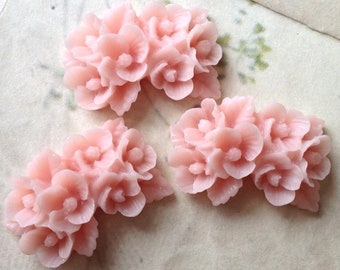 26 x 17 mm Light Pink Resin Flower Cabochons (.nm)